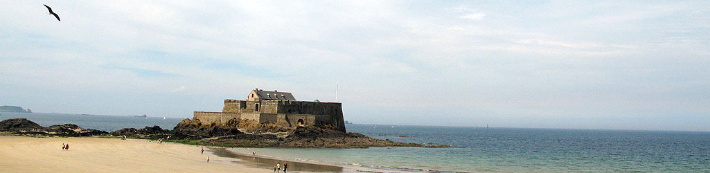 Saint-Malo, le Fort national vu de la plage du Sillon – mai 15h30