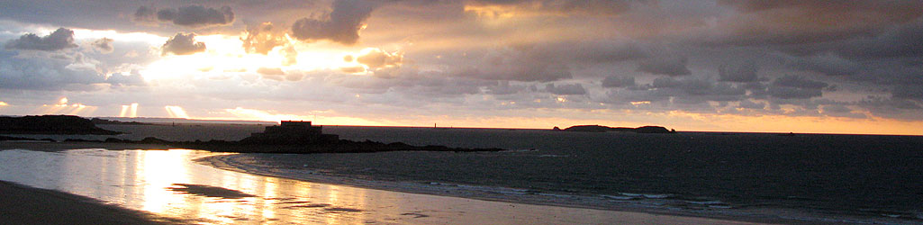 Saint-Malo, le Fort national vu de la plage du Sillon – septembre 20h03